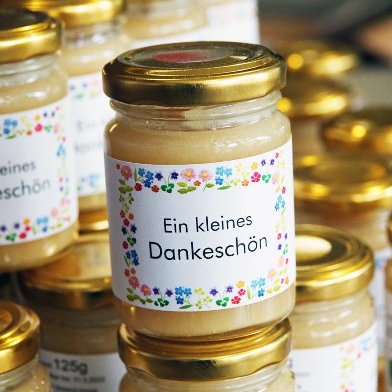 Bienenpatenschaften für Firmen inkl. eigener Etiketten mit Firmenlogo